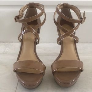 Camel color patent leather Gianni Bini
